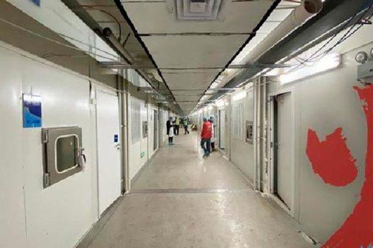 Pasillo de hospital de campaña en Wuhan