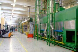 Maquinaria en el interior de una nave industrial