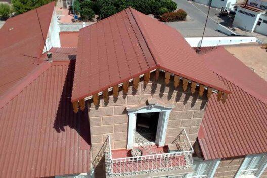 Rehabilitación de tejado con panel sándwich imitación teja