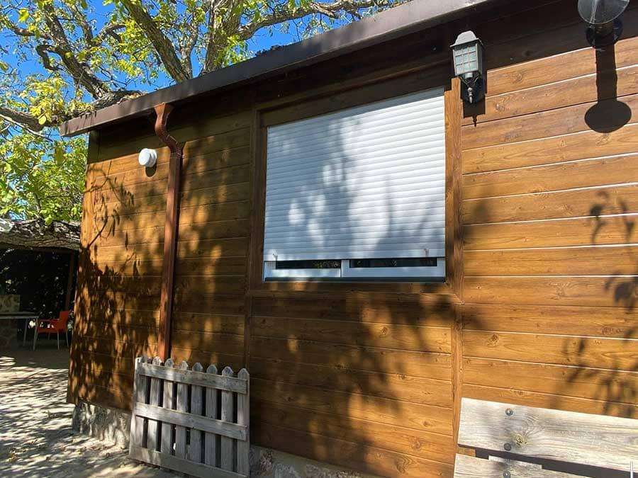 Lateral de casa de panel sandwich madera