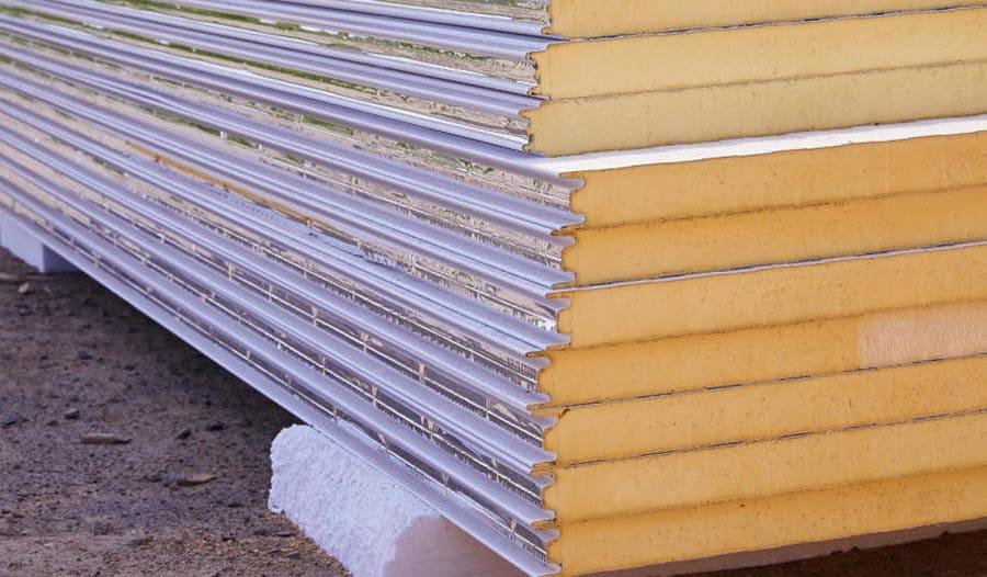 Palet de panel sándwich listo para instalar