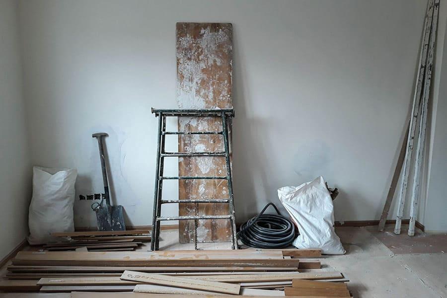 Obras en la habitación de una casa